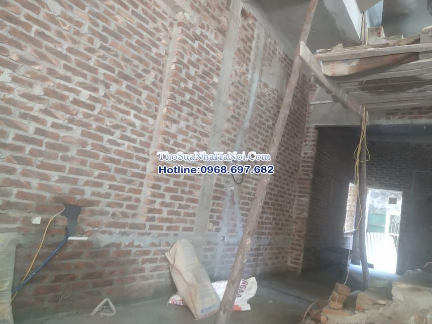Đội thợ hoàn thiện công trình xây dựng tại Hà Nội